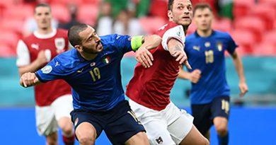 Ý 2-1 Áo